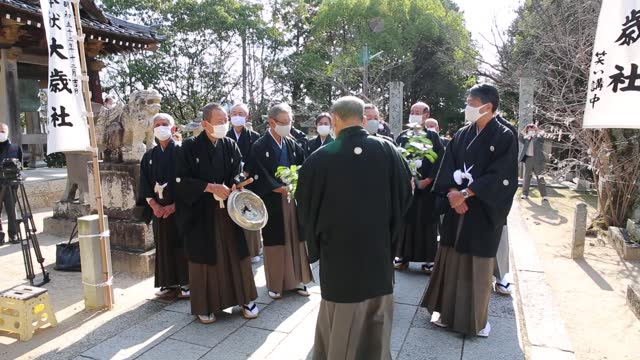 video footage taken on dec. 6 in hofu, yamaguchi prefecture shows participants in traditional formal attire led by shinto priests taking part in a... - participant stock videos & royalty-free footage