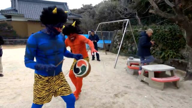 """video footage taken on feb. 3 in otsuki, kochi prefecture, shows crying children throwing beans to ward off """"demons"""" played by their fathers. it was... - bean点の映像素材/bロール"""