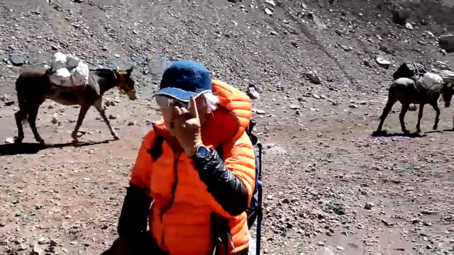 video footage taken on jan 12 shows alpinist and skier yuichiro miura continuing to acclimate for his team's attempt to scale 6961meterhigh aconcagua... - basläger bildbanksvideor och videomaterial från bakom kulisserna