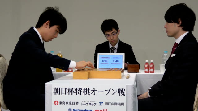 video footage taken on january 14 japan, during the second round of the asahi cup shogi open tournament held in nagoya shows 15-year-old sota fujii,... - 準決勝点の映像素材/bロール