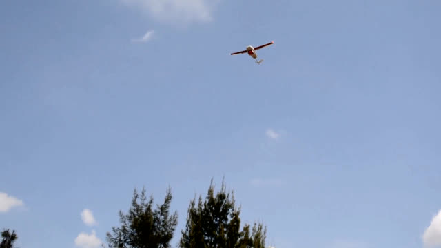 video footage taken on july 11 in muhanga, rwanda, shows one of a fleet of drone aircraft being launched on its way to a deliver blood to a distant... - ルワンダ点の映像素材/bロール