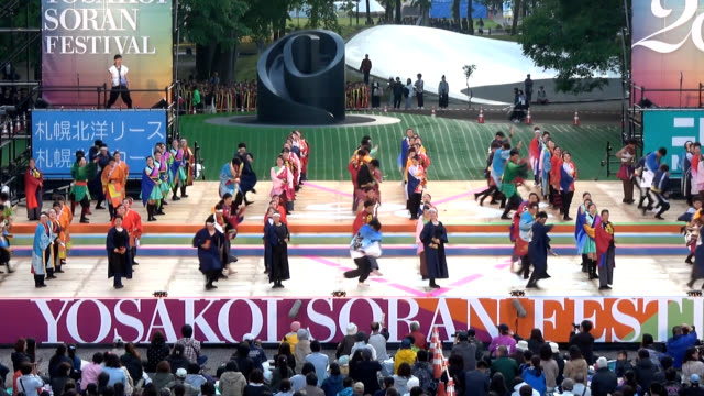video footage taken on june 5 at sapporo's central odori park shows the opening day proceedings of the city's 28th yosakoi soran festival that... - チアリーダー点の映像素材/bロール
