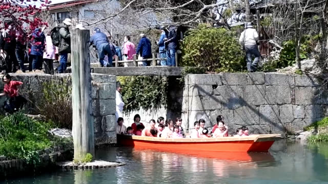 """video footage taken on march 17 in yanagawa, fukuoka prefecture, shows girls and other costumed participants on boats serving as living """"hina"""" dolls... - fukuoka prefecture stock videos & royalty-free footage"""