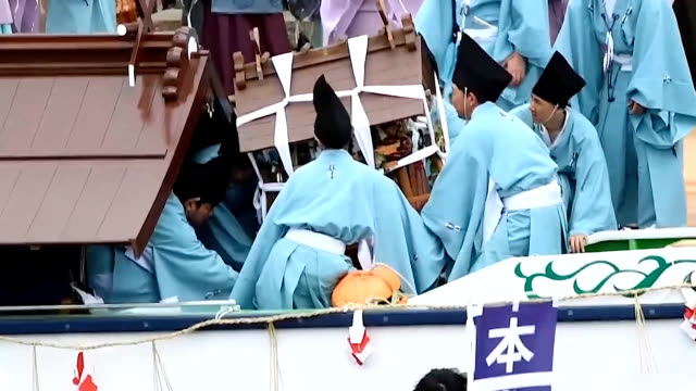 video footage taken on may 18 shows ornately decorated rowboats and their crews taking part in the jozan inari-jinja shikinen shinkosai festival held... - shimane prefecture stock videos & royalty-free footage