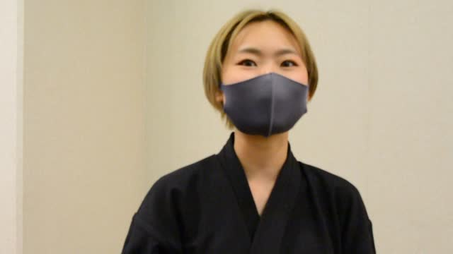 """video footage taken on nov. 16 in tokushima shows members of yuen, a """"shodo"""" traditional calligraphy club at shikoku university, giving an innovative... - カリグラフィー点の映像素材/bロール"""