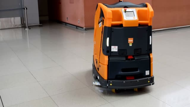 video footage taken on oct 12 at kansai international airport shows two autonomous cleaning robots being shown off before they officially start... - 責任点の映像素材/bロール