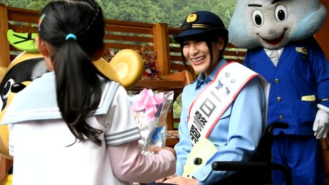 vidéos et rushes de video footage taken on sept 20 in tsuru yamanashi prefecture shows tomoka igari of the popular indie idol group kamenjoshi being made honorary chief... - préfecture de yamanashi