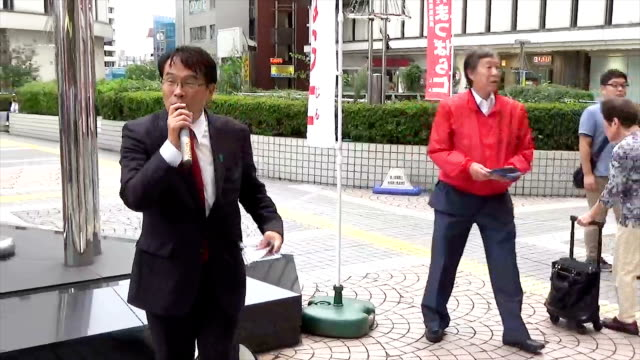 video footage taken on sept 28 shows jin matsubara formerly a lower house member for the democratic party in front of a tokyo train station... - 選挙点の映像素材/bロール