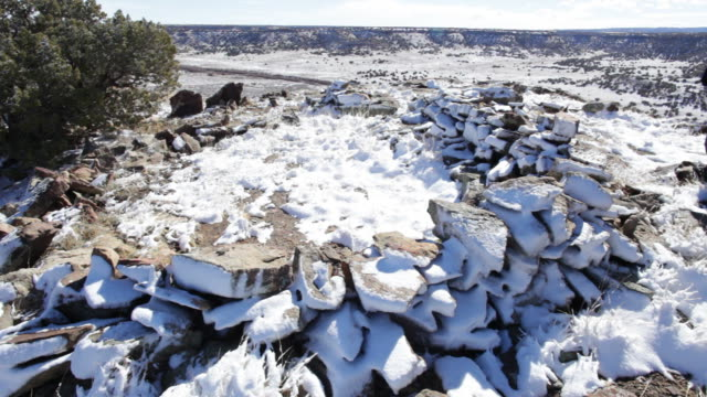 の hd ビデオハイカー検討天然石サークルコロラド州) - 石柱点の映像素材/bロール