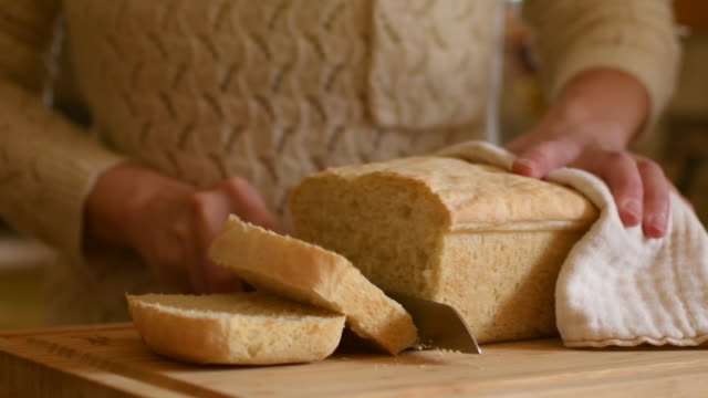 video of a woman slicing her fresh bread. - freshness stock videos & royalty-free footage