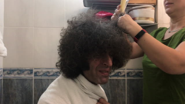 4k video of adult man having hair cut at home during covid-19 lockdown - selimaksan stock videos & royalty-free footage