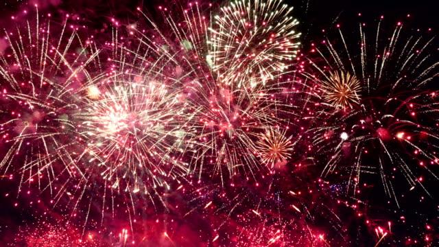 4 K で素晴らしい花火ショーのビデオ