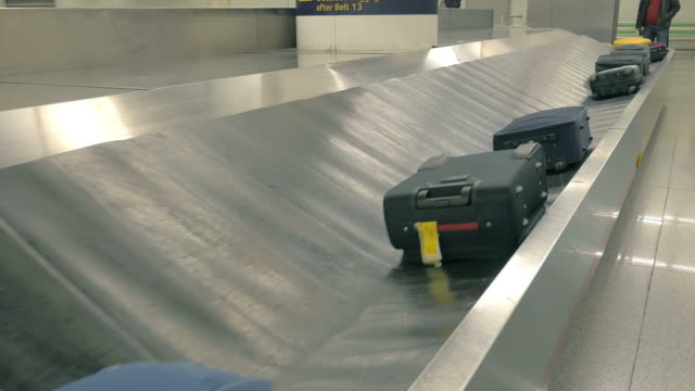 video of baggage carousel in 4k - baggage claim stock videos and b-roll footage