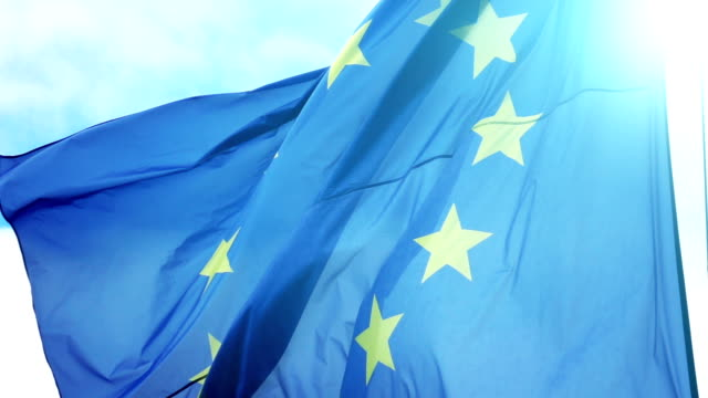 vídeos de stock e filmes b-roll de video of european union flag in slow motion - europa locais geográficos