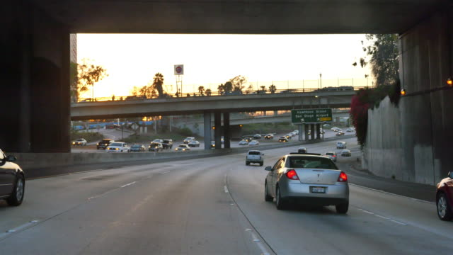 video di autostrada a san diego a 4 k - autostrada interstatale americana video stock e b–roll