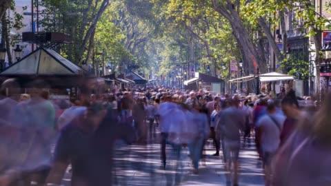 vídeos y material grabado en eventos de stock de video de la calle de la rambla - esfuerzo