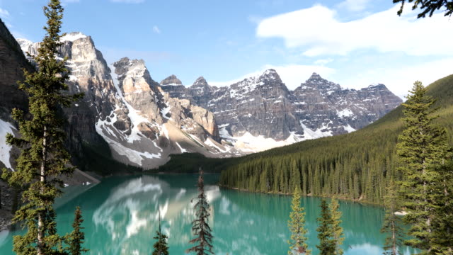 4k video of moraine lake at sunrise in june, banff national park, canada - snowcapped mountain stock videos & royalty-free footage