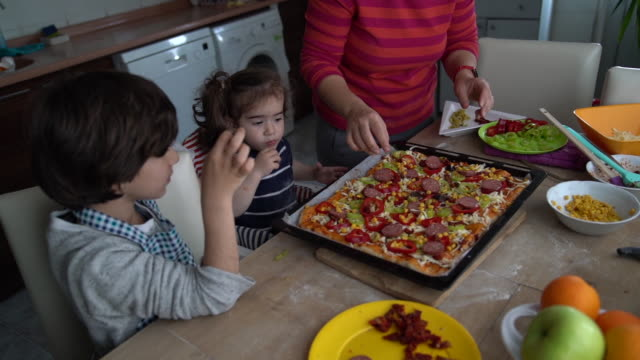 hd video of mother and children cooking pizza in kitchen - selimaksan stock videos & royalty-free footage