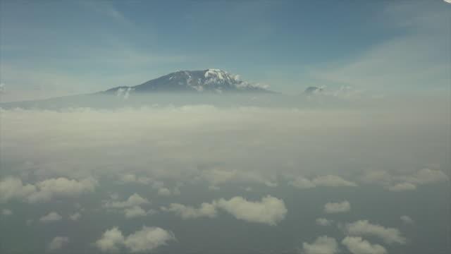 video of mount kilimanjaro from a plane. - mt kilimanjaro stock videos & royalty-free footage