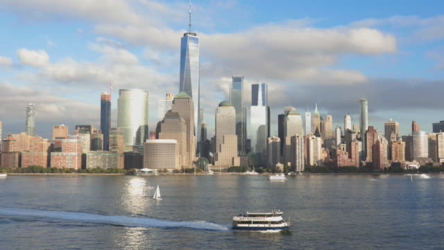 stockvideo's en b-roll-footage met 4k video van new york city-lower manhattan bij zonsondergang - ferry