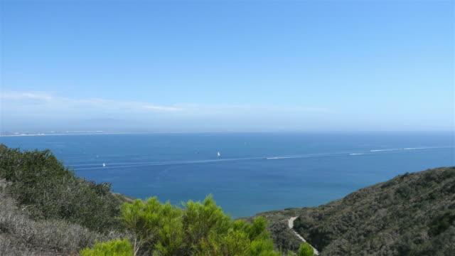 vídeos de stock, filmes e b-roll de vídeo de vistas panorâmicas para o mar, em san diego em 4 k - ponto de observação