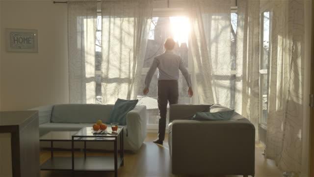 4 k のよく晴れた朝のビデオ - curtain点の映像素材/bロール