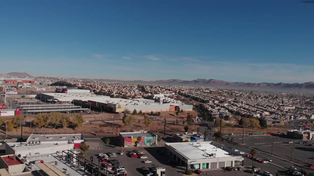 video of the capital city of chihuahua, chihuahua, mexico, metropolitan, sprawling, air pollution, smog, drone view - chihuahua stock videos & royalty-free footage