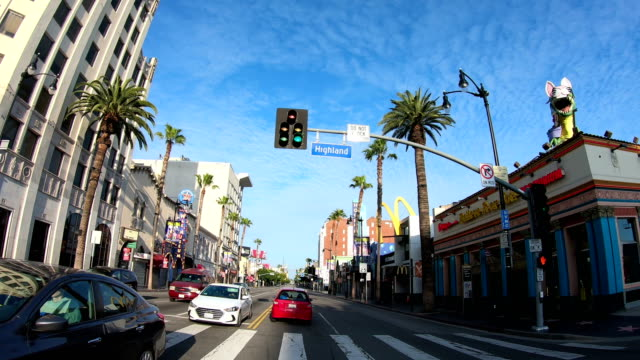vídeos de stock e filmes b-roll de 4k video of the empty hollywood streets - the dolby theatre