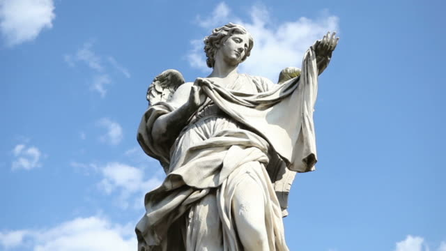 video delle statue su castel sant'angelo ponte - statuetta video stock e b–roll