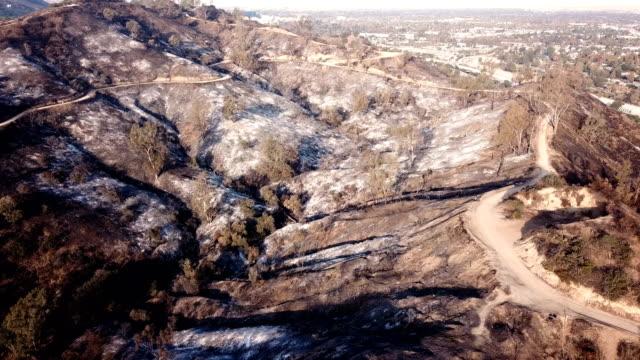 4k video von wildfire in kalifornien - woolsey feuer stock-videos und b-roll-filmmaterial