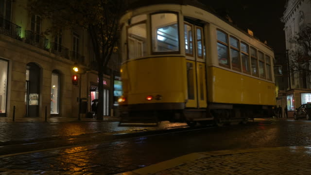 Video of tram in Lisbon in 4K