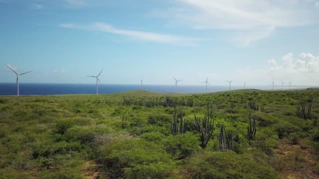 4K Video van Wind Turbin langs de Caribische zee, Curacao