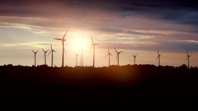 Vídeo de moinhos ao pôr do sol em 4K