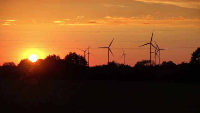Video of windmills in real slow motion