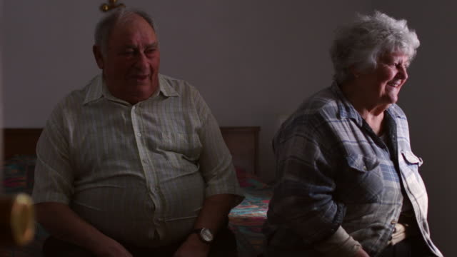 vídeos de stock e filmes b-roll de video portrait of an old portuguese couple. - overweight