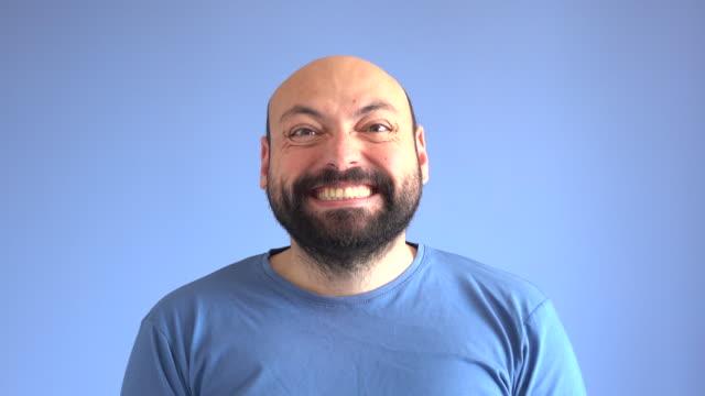 UHD-Video-Portrait von aufgeregt Erwachsenen Mannes