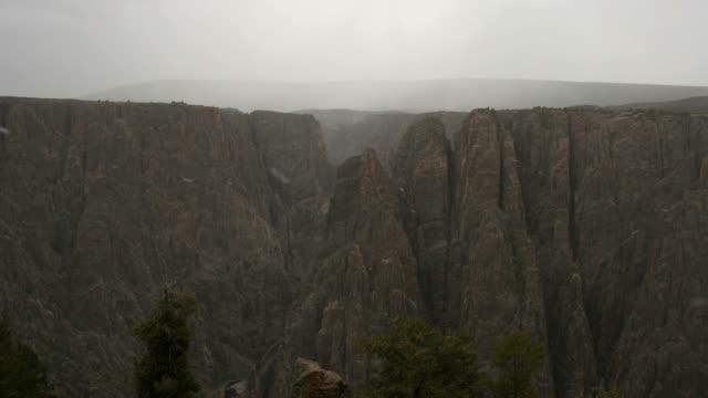 vídeos de stock, filmes e b-roll de lapso de tempo de tempestade de vídeo em hd black canyon de gunnison np - gunnison