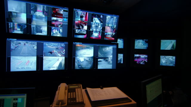 video surveillance system in security office - sala di controllo video stock e b–roll