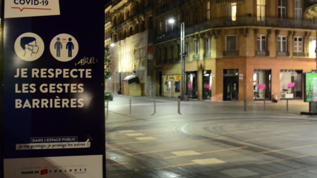 video taken near the main square of toulouse, the capitole just after 9pm. due to the 2nd wave of covid -19 in europe, the french government decided... - toulouse stock videos & royalty-free footage