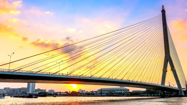 video zeitraffer für rama viii brücke mit sonnenuntergang in bangkok, thailand - zahl 8 stock-videos und b-roll-filmmaterial
