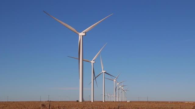 hd video vega wind turbine farm with crops texas - durra bildbanksvideor och videomaterial från bakom kulisserna