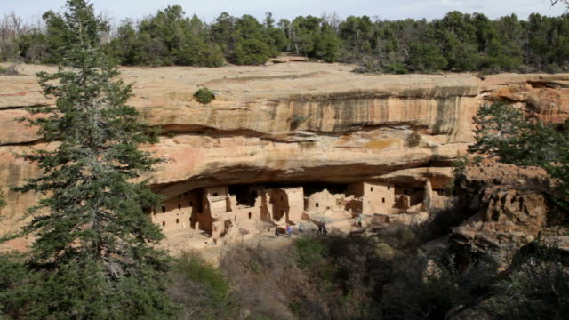 HD video visitors Spruce Tree Pueblo ruins Mesa Verde NP