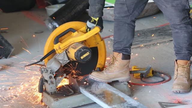 vídeos de stock, filmes e b-roll de videos of active residential construction on 633 marcy ave in brooklyn ny 111 w 57th st in manhattan ny usa on friday april 20 2018 - serra elétrica