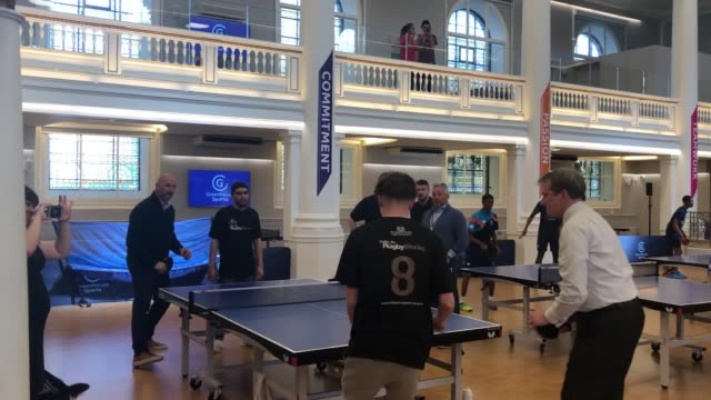 videos of lawrence dallaglio and education secretary damian hinds playing table tennis at the greenhouse centre in marylebone the 2003 world cup... - メリルボーン点の映像素材/bロール