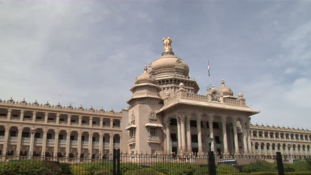 ws pan vidhana soudha government building/ bangalore, karnataka, india - politics stock-videos und b-roll-filmmaterial