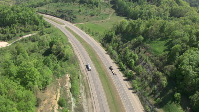 WS AERIAL TS Vie over US 23 highway / Kentucky, United States