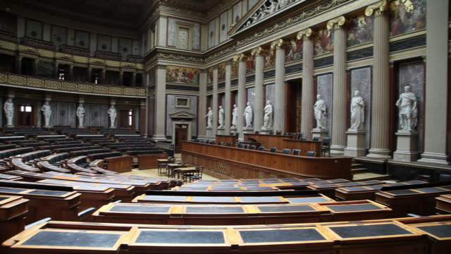 vidéos et rushes de vienna, the austrian parliament building, debating chamber of the former house of deputies of austria - bâtiment du parlement