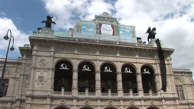 stockvideo's en b-roll-footage met viennaclose view of monument in vienna austria - oostenrijkse cultuur