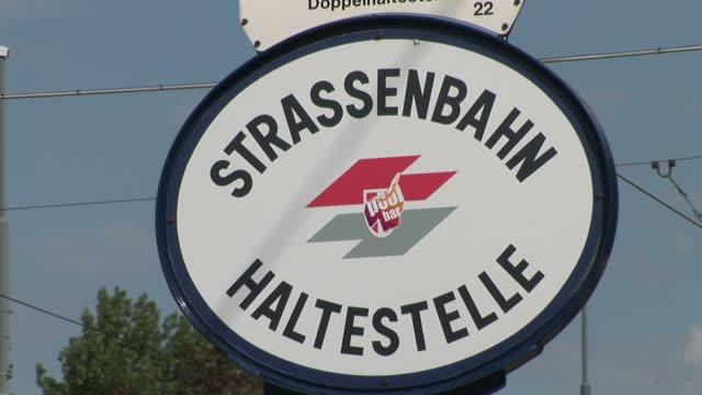 stockvideo's en b-roll-footage met viennaclose view of signboard in vienna austria - oostenrijkse cultuur