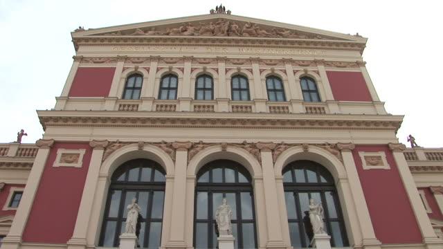 viennavienna's majestic liechtenstein museum in vienna austria - 人の姿点の映像素材/bロール